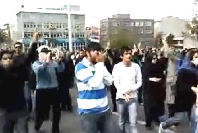 تظاهرات عظیم ضدحکومتی مردم در 13 آبان88