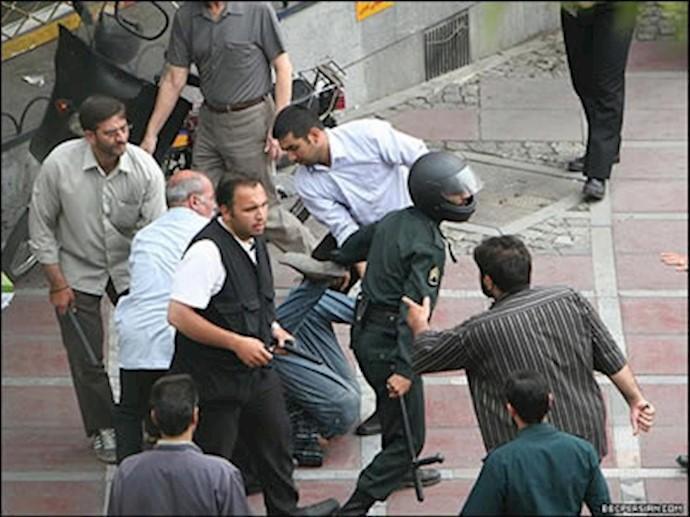 صحنهای از سرکوب مردم توسط جنایتکاران رژیم پلید آخوندی