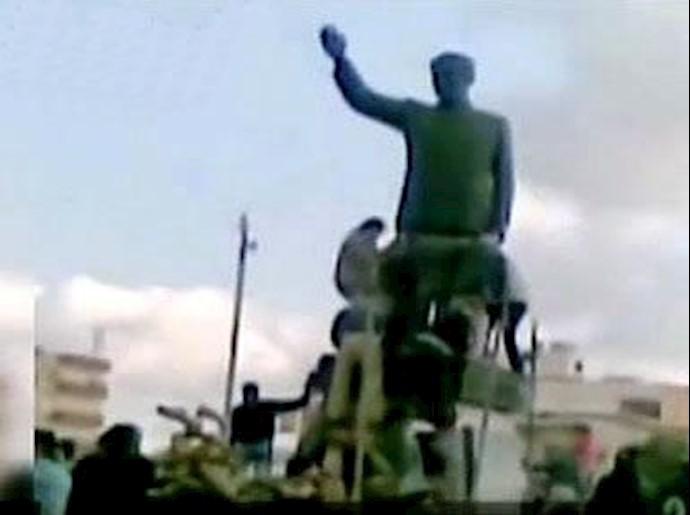 سوریه - سرنگون کردن مجسمه حافظ اسد