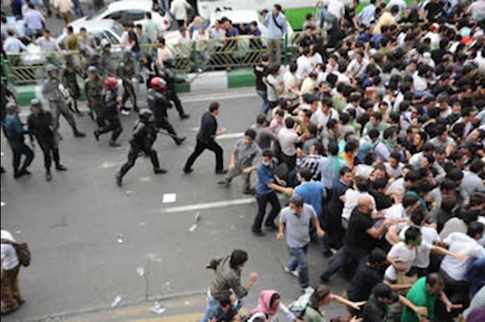 سرکوب تظاهرات توسط نیروهای سرکوبگر رژیم - آرشیو