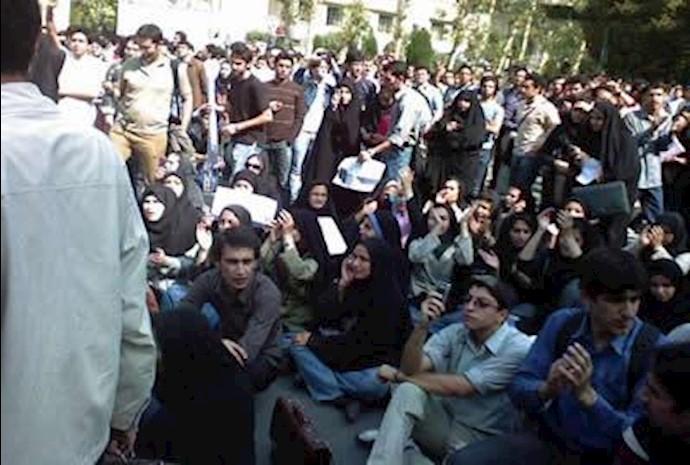 تجمع اعتراضی دانشجویان دانشگاه امیرکبیر- آرشیو