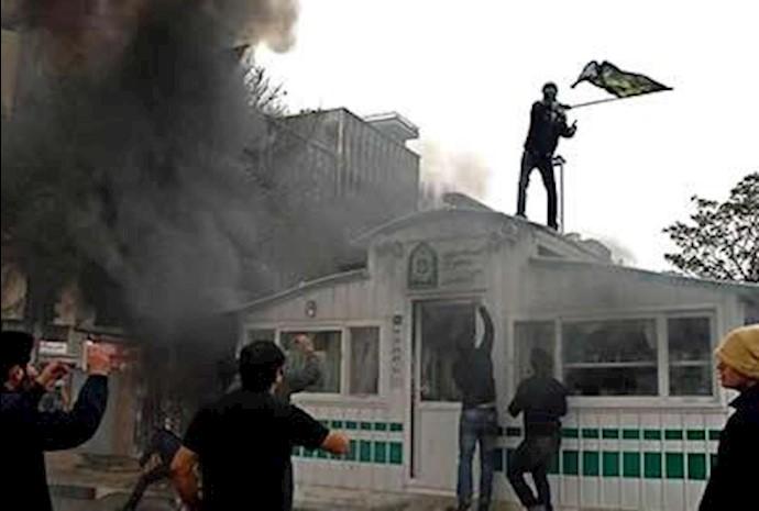 به آتش کشیدن مقر انتظامی  جنایتکار در قیام عاشورای 88