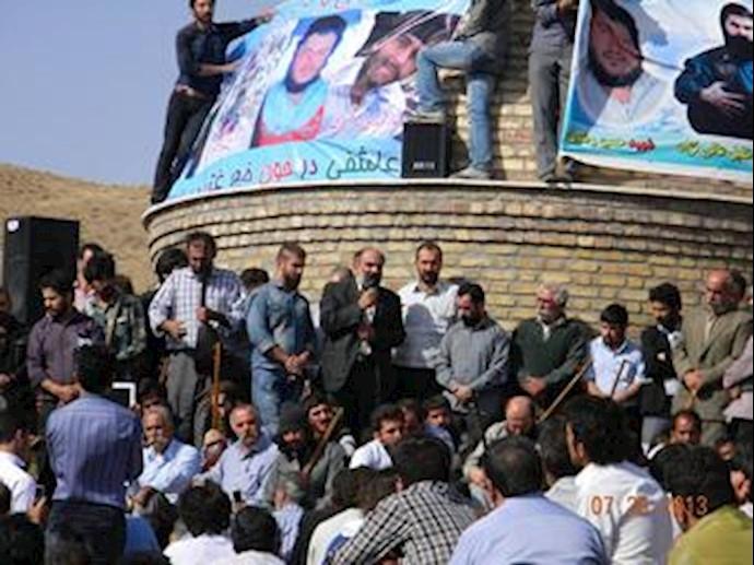 تجمع اعتراضی در مراسم خاکسپاری محمد قنبری