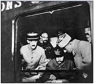 11نوامبر 1918-امضای قرارداد صلح و پایان جنگ جهانی اول