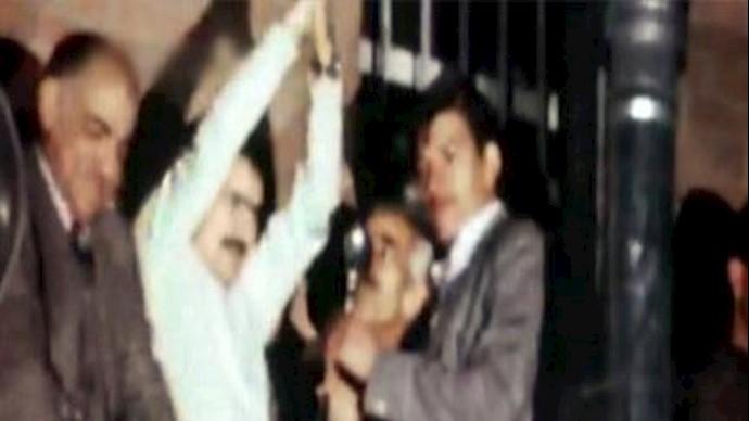 مسعود رجوي در بالاي زندان قصر