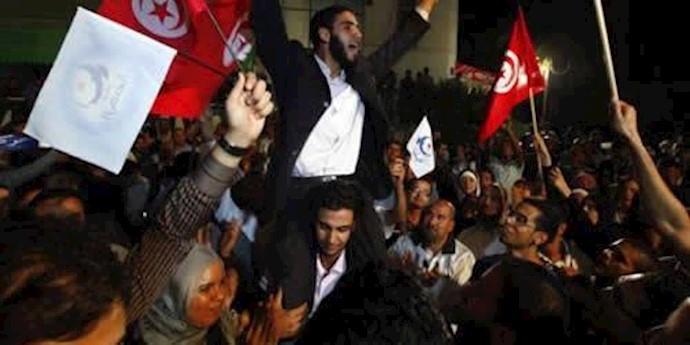 شادی و استقبال مردم تونس از اعطای جایزه صلح نوبل به نیروهای تونس