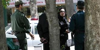 سرکوب زنان به بهانه آخوندساخته بدحجابی