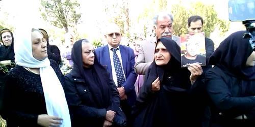 مراسم سالگرد اعدام جنایتکارانه ریحانه جباری با حضور مادران ریحانه، ستار بهشتی و شهدای قیام 88