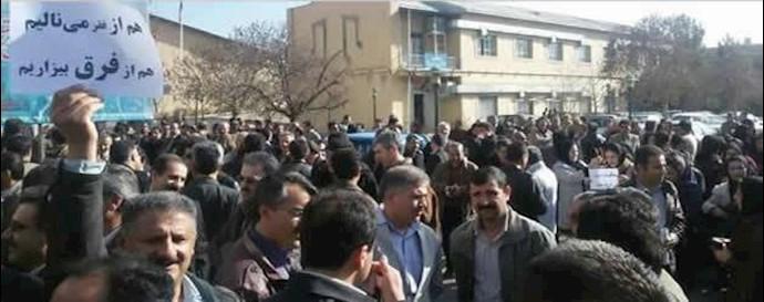 تجمع معلمان آزاده در جلوی مجلس ارتجاع  _ آرشيو