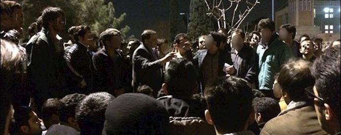 تجمع اعتراضی دانشجویان در کوی دانشگاه تهران - آرشیو