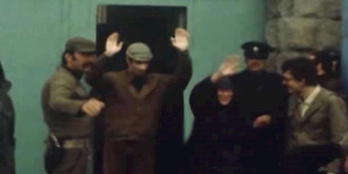 آزادی آخرین دسته از زندانیان سیاسی  در  ۳۰ دیماه سال ۱۳۵۷
