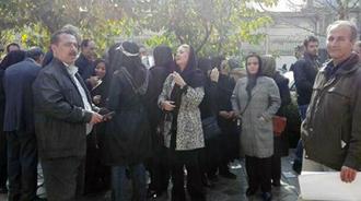 تجمع اعتراضی مالباختگان مؤسسه غارتگر پدیده مقابل ساختمان سازمان بورس تهران