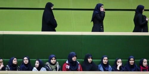 منذ الثورة الاسلامية في العام 1979 اصبح ارتداء الحجاب الزاميا في ايران ان للايرانيات او للاجنبيات بغض النظر عن الديانة- أرشيف