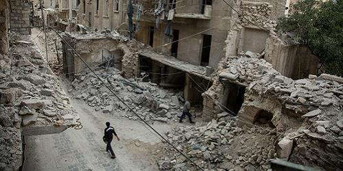 الدمار في حي باب الحديد الذي تسيطر عليه المعارضة في حلب