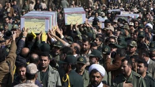 تشييع جنود إيرانيين قتلوا خلال معارك سابقة في سوريا (أسوشيتد برس-أرشيف)