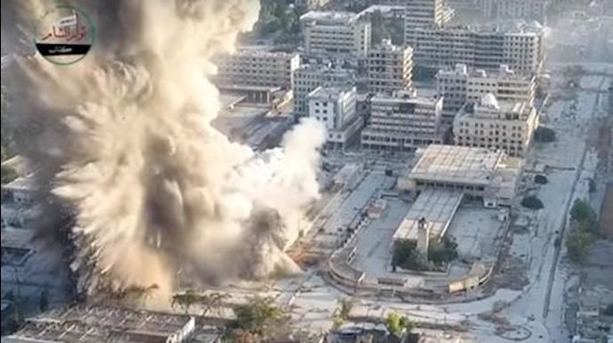 رزمندگان سوری از طریق منفجر کردن یک تونل زیر زمینی به مرکز نظامیان اسد در وسط شهر ضربه زدند