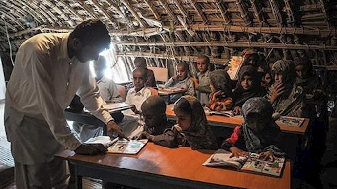 مدرسه کپری روستای انورآباد در بلوچستان
