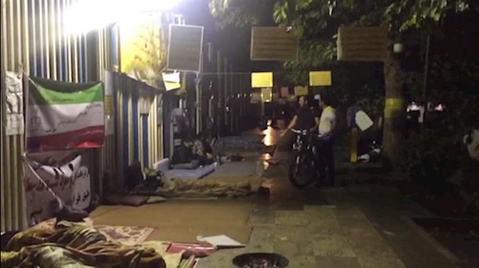 هجدهمین روز تحصن شبانهروزی غارتشدگان در تهران