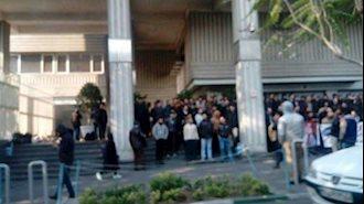 تجمع اعتراضی دانشجویان صنعت نفت آبادان در تهران برای دومین روز