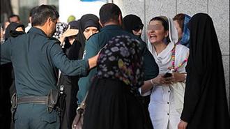 سرکوب زنان  توسط نیروهای سرکوبگر رژیم