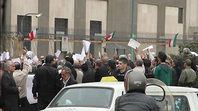 تجمع در مقابل مجلس رژیم