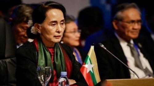 مستشارة الدولة البورمية وزيرة الخارجية اونغ سان سو تشي التي تحكم فعليا في قمة رابطة جنوب شرق آسيا (اسيان)