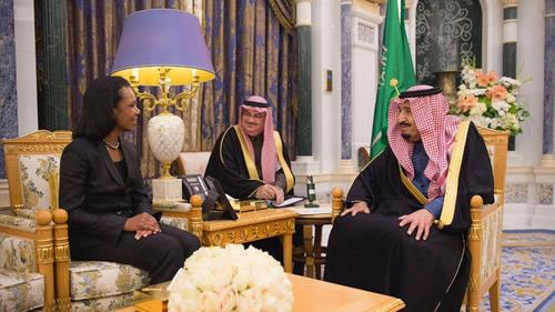 During the meeting, held at Al-Yamamah Palace in Riyadh, the Saudi king and crown prince discussed a number of issues with Rice.