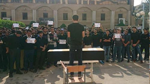 دانشجویان دانشگاه نفت آبادان