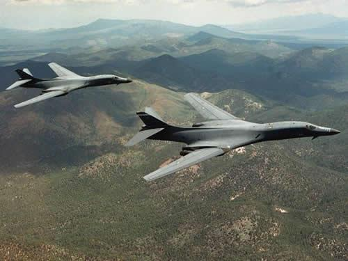 Two supersonic B-1B Lancer bombers