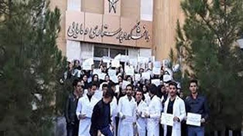 تجمع اعتراضی دانشجویان پرستاری دانشگاه آزاد ارومیه