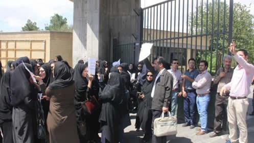 اعتراض پرستاران بیمارستانهای سمنان مقابل استانداری