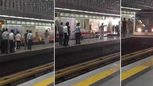 حمله یک جوان به یک آخوند هرزه حکومتی در متروی تهران