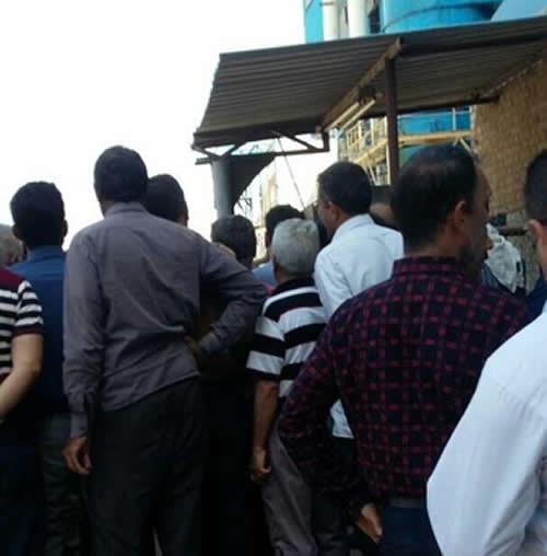 تجمع اعتراضی کارگران بازنشسته و شاغل نیشکر هفت تپه