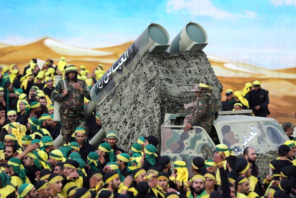 حزبالله لبنان با کمک رژیم ایران زرادخانههای موشکی و تسلیحاتیاش را تقویت میکند