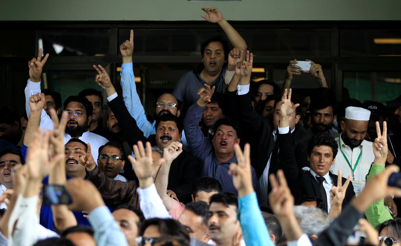 Pakistan PM Nawaz Sharif resigns after Supreme Court order
