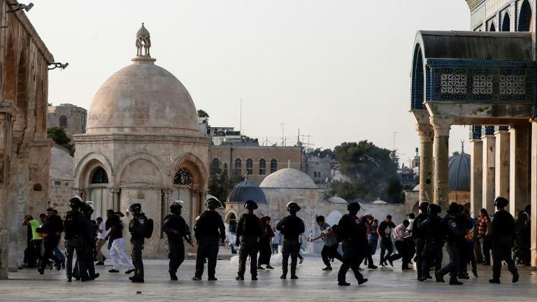 Palestinian demonstrators clash with Israeli soldiers