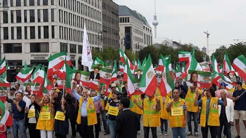 همبستگی اشرفنشانها با زندانیان سیاسی در حال اعتصابغذا در کشورهای اروپایی و کانادا