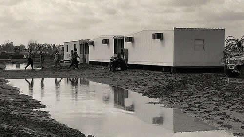 انتقال مجاهدین به آلبانی ـ جمعشدن آب در محوطه و گذرگاههای کمپ لیبرتی بعد از یک بارندگی