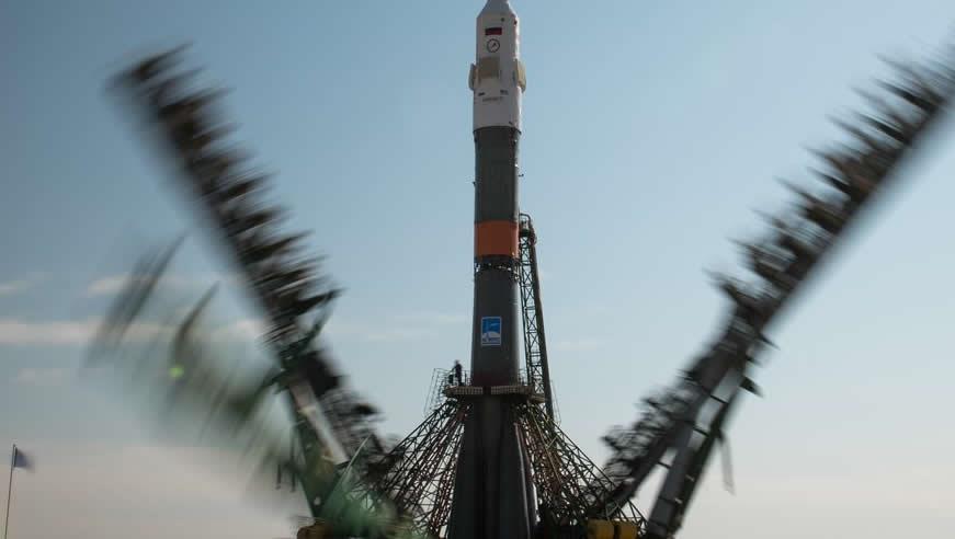 سایوز از قزاقستان پرتاب شد و حدود پنج ساعت و نیم بعد به ایستگاه فضایی متصل شد