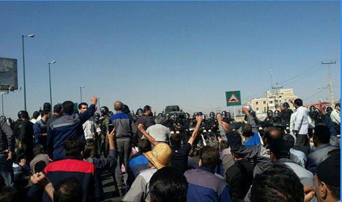 The workers of Hepco Corporation protest protests and engage with police officers