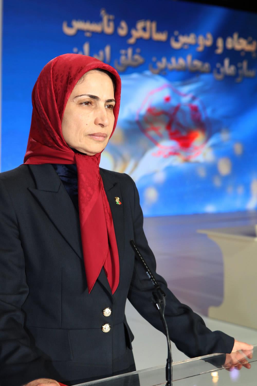 زهرا مریخی حين سخنرانی در اجتماع بزرگ مجاهدين