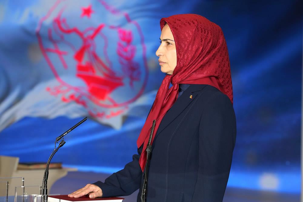 خواهر مجاهد زهرا مریخی در حال سوگند ياد کردن