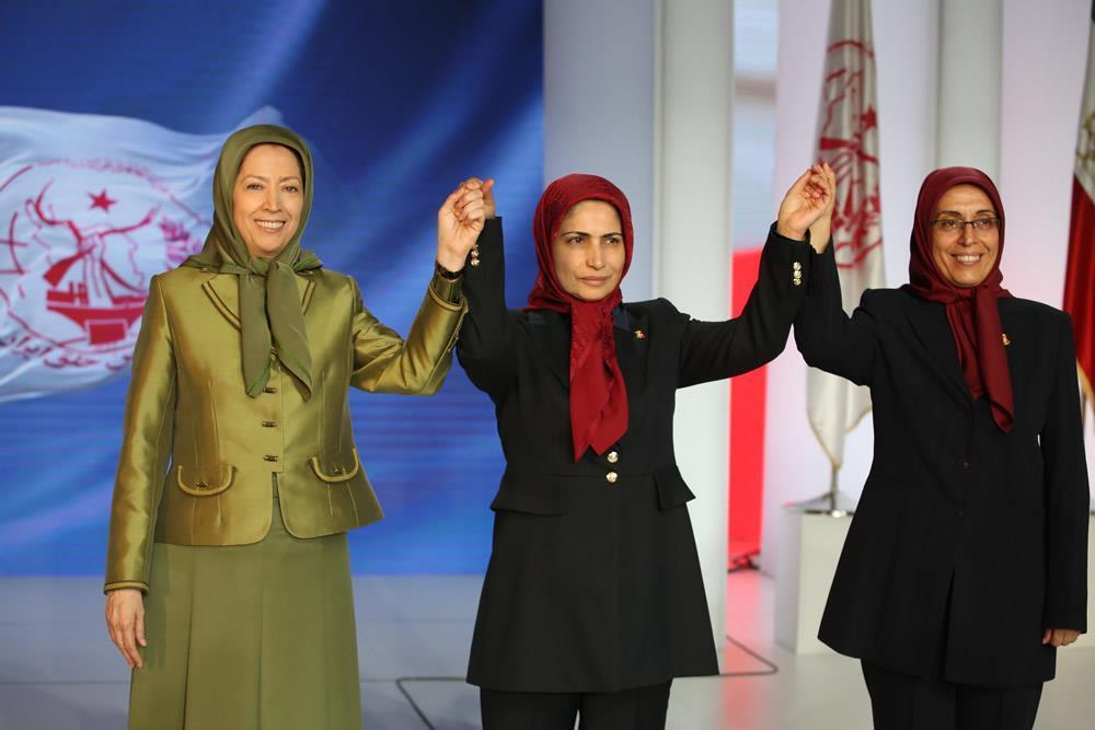 خواهران مجاهد زهره اخیانی و زهرا مریخی و رئیس جمهور برگزیده مقاومت