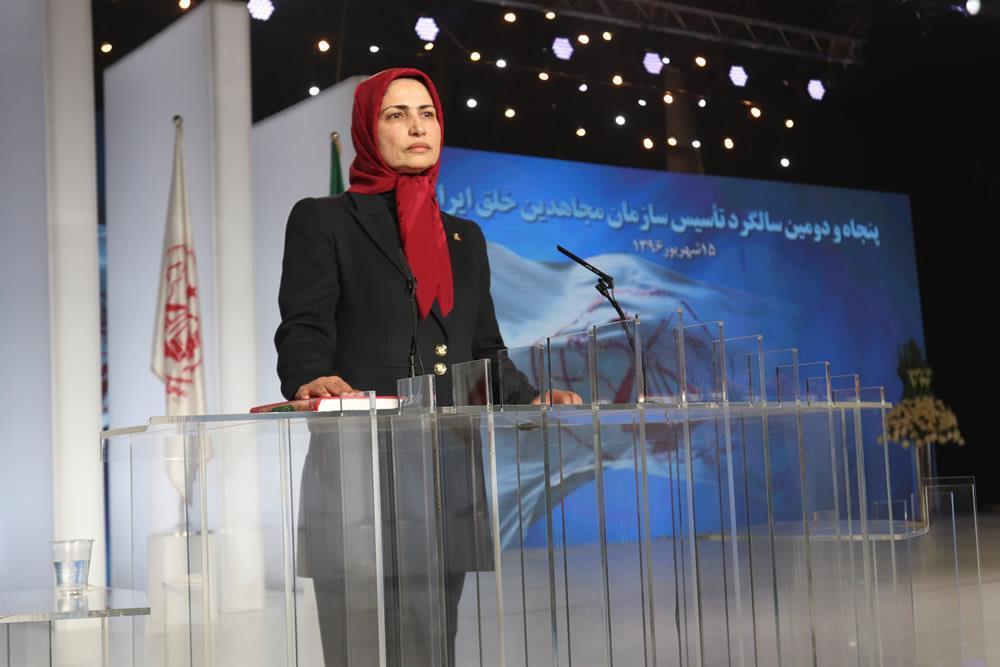 خواهر مجاهد زهرا مریخی در حین ادای سوگند