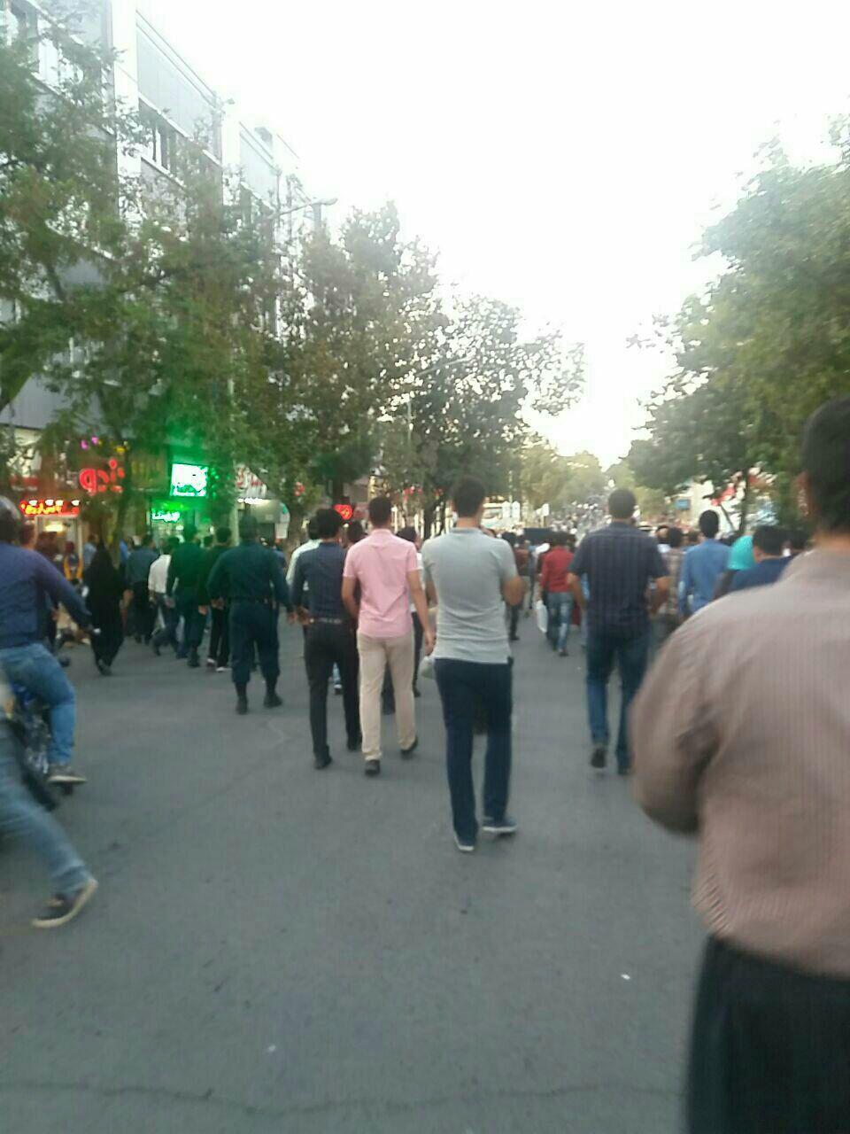 تجمع مردم سنندج در همبستگی با خیزش مردم بانه