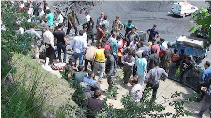 بیرون کشیدن اجساد کارگران معدن آذرشهر ادامه دارد