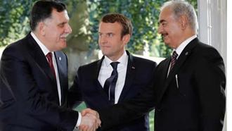 فائز السراج و خلیفه حفتر در حضور رئیس جمهور فرانسه