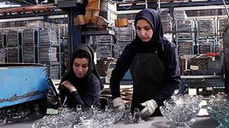 سهم زنان از بازار کار بیش از پیش رو به کاهش است.