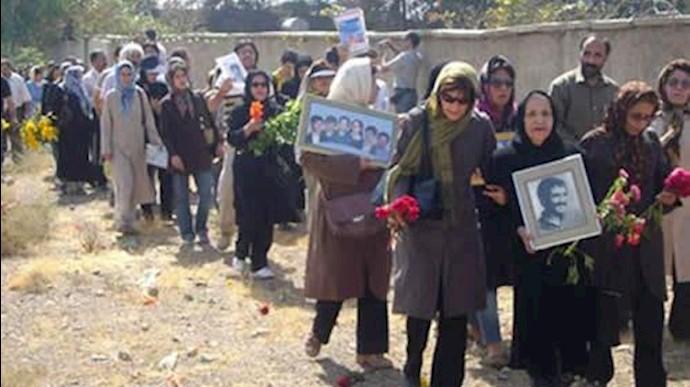 خانواده های قتل عام شدگان سال 67 در خاوران