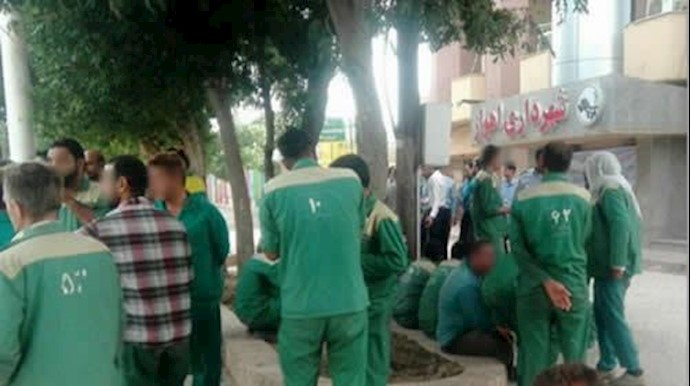 تجمع اعتراضی کارگران شهرداری مقابل شهرداری اهواز - آرشیو